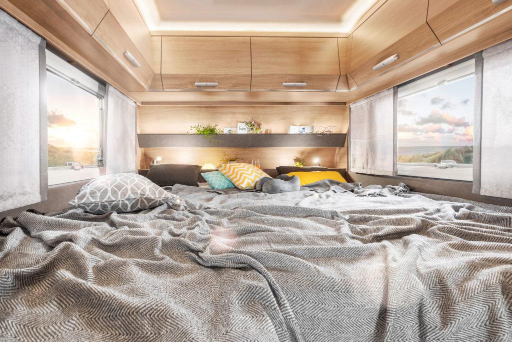 Betten im Schlafzimmer im TABBERT Wohnwagen