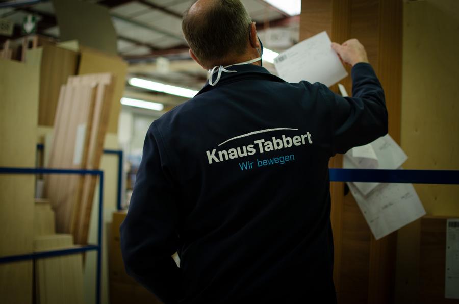 Norbert Frisch TABBERT bei der Arbeit im Werk