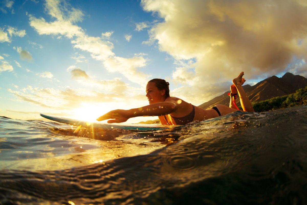 Sunset Surfen Welle anpaddeln